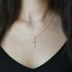 Colgante cruz con cadena