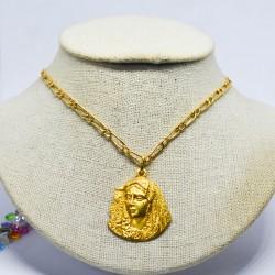 Medalla de virgen Macarena...