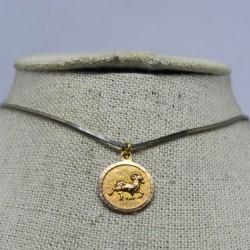 Medalla horóscopo Aries con...